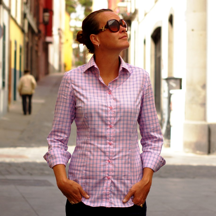women's pink plaid shirt