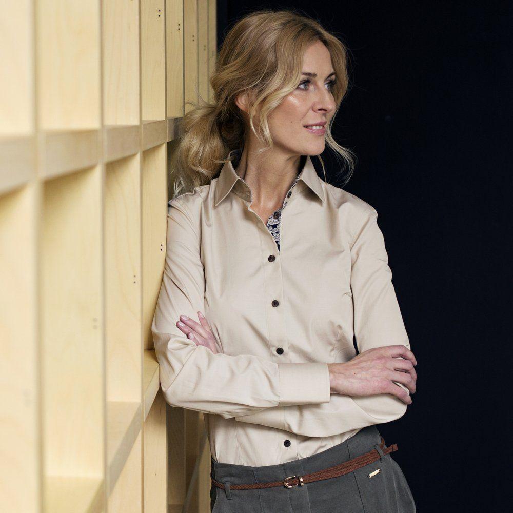 woman wearing ella hopfeldt beige shirt