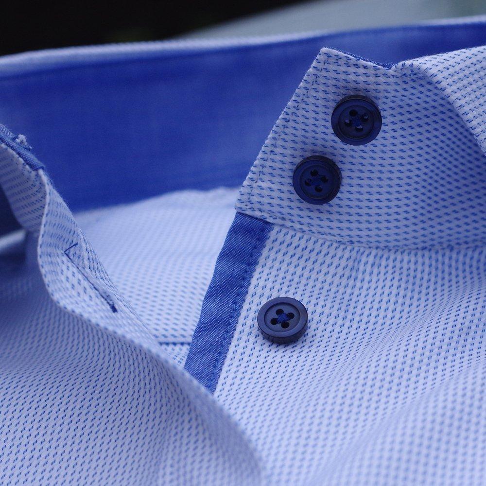 Siniste detailidega triiksärgid naistele