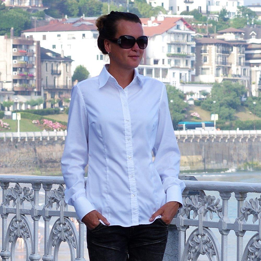 Kergestihooldatav valge triiksärk naistele
