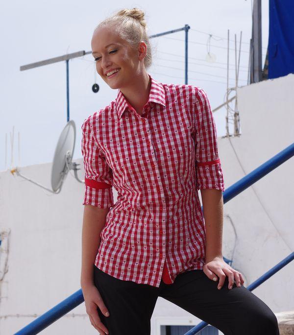 woman wearing red gingham shirt